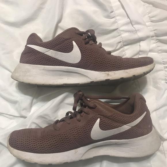 infierno Interior posterior  Nike Shoes   Nikes Size 8   Poshmark